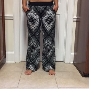 Black and white patterned pants! $5